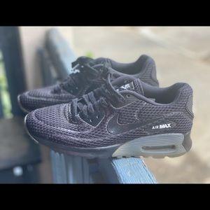 Nike Women's Air Max 90 Ultra Breathe Black Sz 8